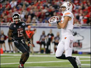 Bowling Green State University player Heath Jackson (85) hauls in a pass for a touchdown against Northern Illinois University during the second quarter.