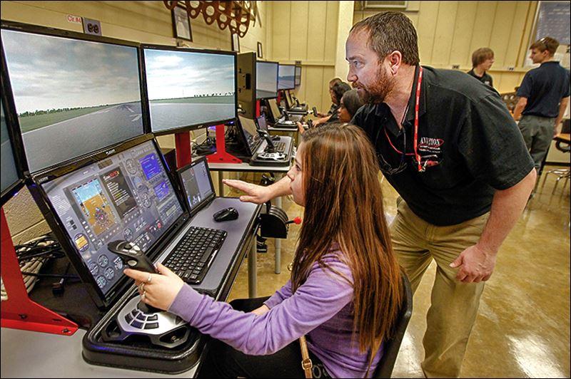 Buy Here Pay Here Toledo >> TPS students get taste of aviation career - Toledo Blade