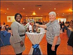 Dacia Neal, left, and Carolyn Ruge, right, at the Kidney Foundation wine event.