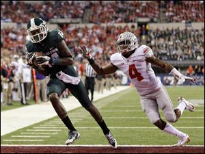 Michigan State's Tony Lippett, left, makes a 33-yard touchdown reception ahead of Ohio State's C.J. Barnett (4).