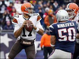 Browns quarterback Jason Campbell threw for 391 yards and no interceptions, but a 12-point lead quickly vanished late in Sunday's loss.