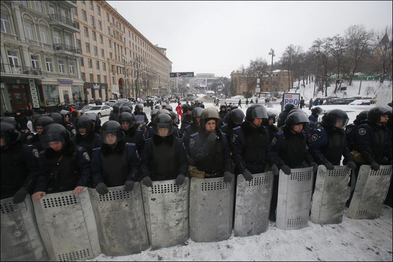 Riot police storm opposition offices in Ukraine - Toledo Blade