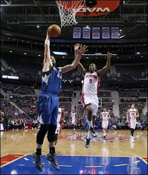 Minnesota Timberwolves power forward Kevin Love (42) shoots as Detroit Pistons shooting guard Kentavious Caldwell-Pope (5) defends.