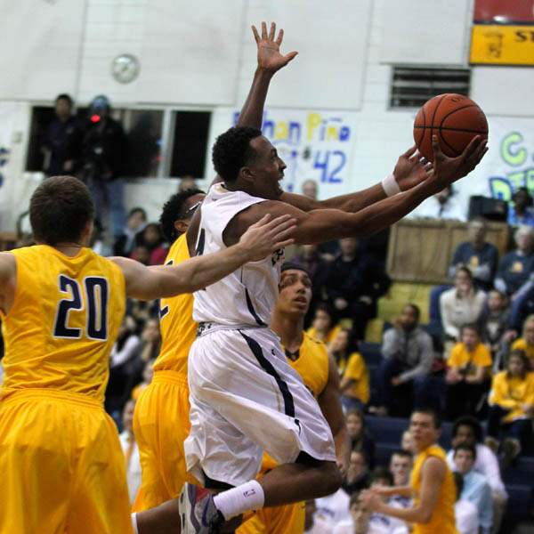St-Johns-Anthony-Glover-Jr-drives-to-the-basket
