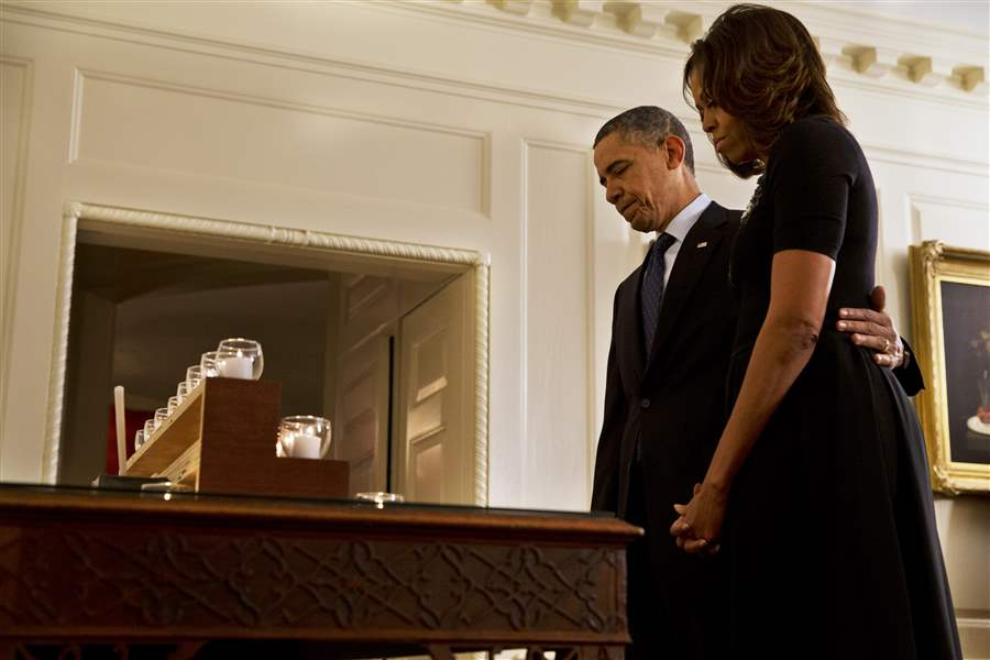 Obama-Newtown-moment-of-silence