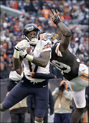 The Bears' Alshon Jeffery catches a 45-yard touchdown pass against the Browns' Tashaun Gipson.
