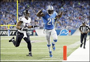Lions running back Reggie Bush scoots past Ravens inside linebacker Daryl Smith for a 14-yard touchdown during the first quarter. It gave the Lions an early lead.