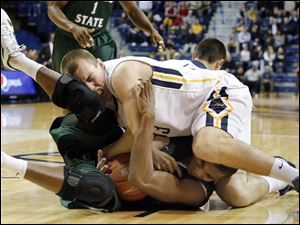 Toledo center Zach Garber (33) battles Cleveland State forward Anton Gady (15) for the ball during the second half.