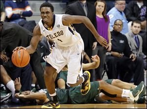 Toledo guard Justin Drummond (4) steals the ball from  Cleveland State during the second half.