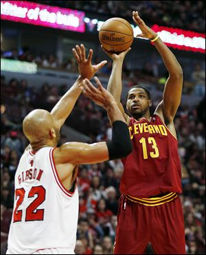 Cleveland Cavaliers forward Tristan Thompson, right, shoots over Chicago Bulls forward Taj Gibson.