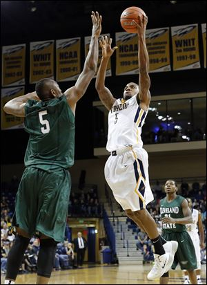 University of Toledo guard Rian Pearson (24) shoots against Cleveland State center Ismaila Dauda (5) during the first half.