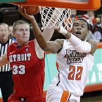 BGSU-s-Richaun-Holmes-goes-up-to