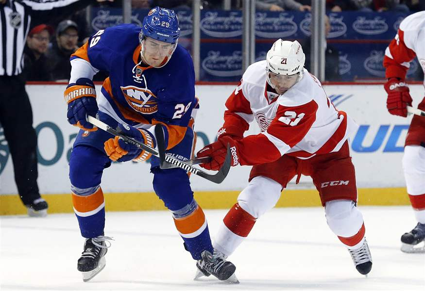 Islanders-Red-Wings-Hockey-10