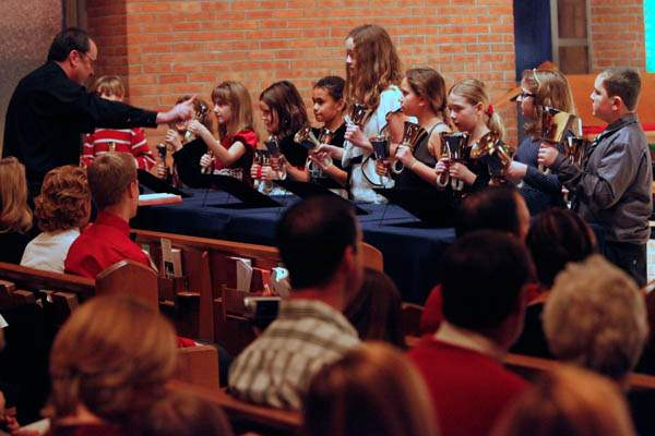 Members-of-the-children-s-bell-choir-perform