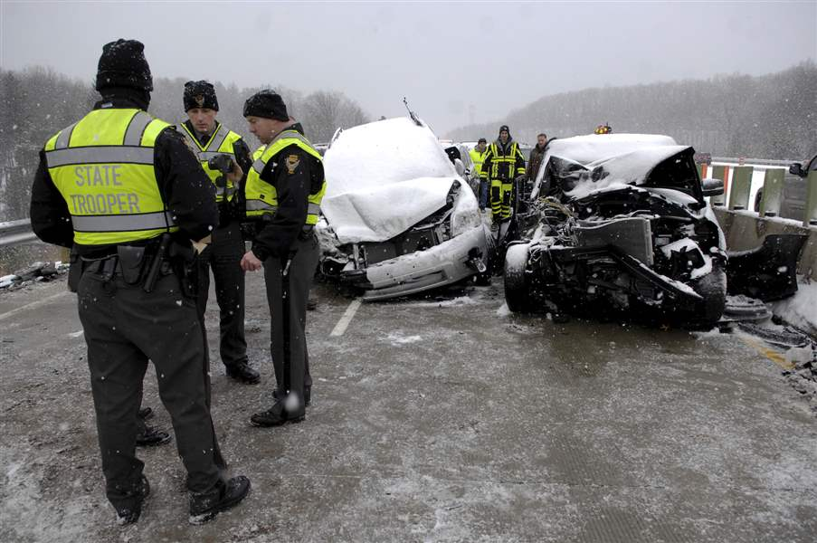 Safety-forces-work-the-scene-of-the-pile-up