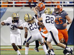 Bowling Green State University TE Alex Bayer (82) laterals the ball during BGSU's last offensive play against Pitt's Nicholas Grigsby (3), Lafayette Pitts (23), and Anthony Gonzalez (28).