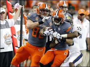 Bowling Green State University WR Ronnie Moore (5) makes a catch against Pitt DE Terrish Webb (19).