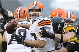 Cleveland Browns quarterback Jason Campbell ompleted 23 of 41 passes for 240 yards with a touchdown and an interception Sunday in Pitsburgh.