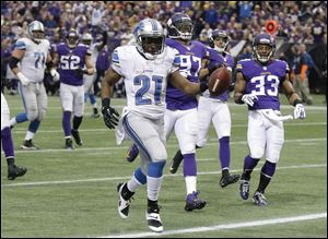 Detroit Lions running back Reggie Bush runs to the end zone on a 19-yard touchdown reception during the second half on Sunday in Minneapolis.