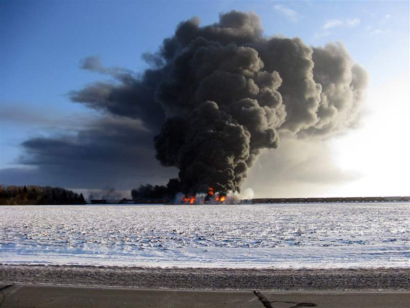 Train-Derailment-Fire-2