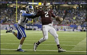 Texas A&M quarterback Johnny Manziel (2) scores a touchdown as Duke safety Jeremy Cash (16) defends in the second half.