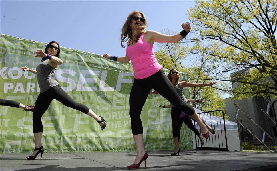 SELF-Magazine-Workout-on-the-Quad-Event