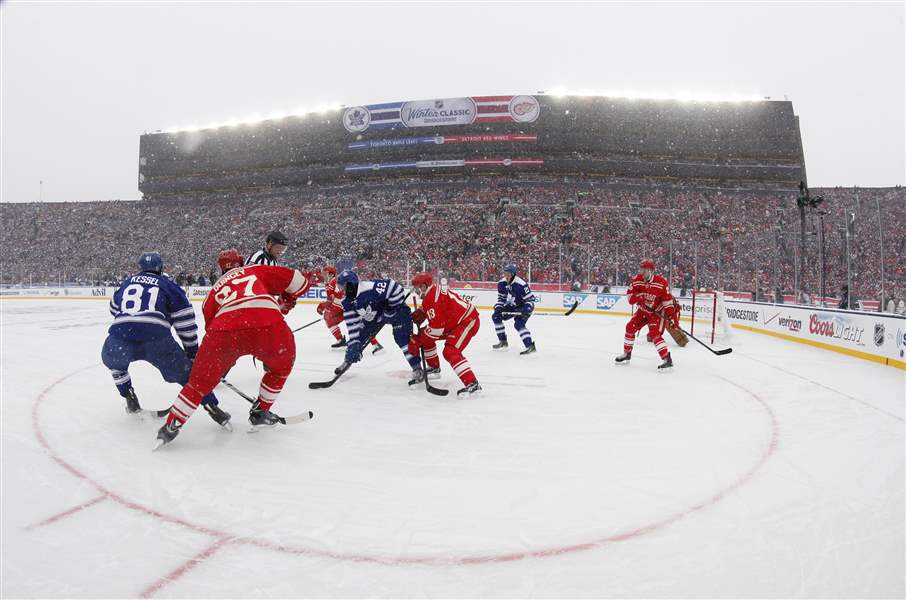 Winter-Classic-Maple-Leafs-Red-Wings-Hockey-1