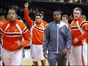 Shaun Joplin, center, has joined the Bowling Green State University basketball team.
