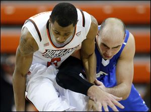Bowling Green State University guard Anthony Henderson (2) steals the ball from IPFW forward Michael Kibiloski (20).