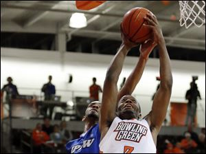 Bowling Green State University forward Spencer Parker (3) goes to the basket against IPFW guard Pierre Bland (2).