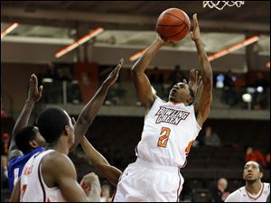 Bowling Green guard Anthony Henderson (2) takes a shot.