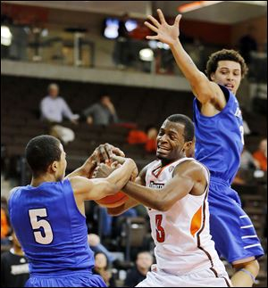 Bowling Green's Spencer Parker battles Indiana University-Purdue University Fort Wayne's Mo Evans, left, in Thursday's game at the Stroh Center. Parker finished with 15 points for the Falcons.