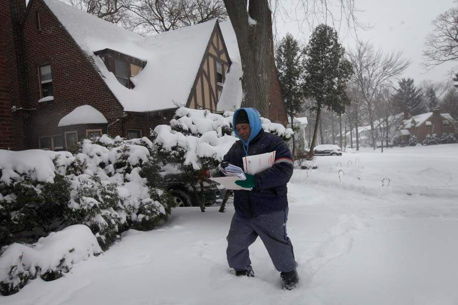 CTY-Snowstorm02p-Postal-carrier-Nick-Fitzgerald