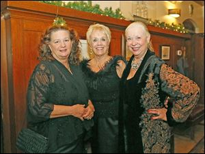 Cindy Niggemyer, left, Barbara Bettinger, center, and Barbara Baker, right, enjoy cocktail hour during the Toledo Club New Year's Eve Gala.