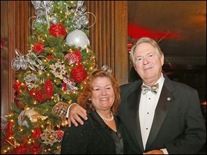 John and Mary Fedderke enjoy the party during the Toledo Club New Year's Eve Gala.