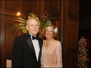 John and Toni Gibson, from Detroit Yacht Club, enjoy cocktail hour during the Toledo Club New Year's Eve Gala.