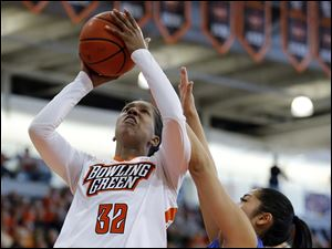 Bowling Green State University forward Alexis Rogers (32) shoots against Buffalo guard Margeaux Gupilan (15).
