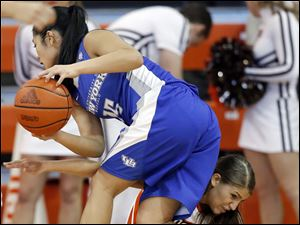 Bowling Green State University guard Jillian Halfhill (11) defends against Buffalo guard Margeaux Gupilan (15).