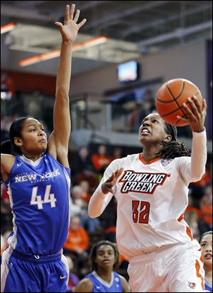 Bowling Green's Alexis Rogers shoots over Buffalo's Christa Baccas on