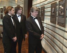 Obit-Phil-Everly-with-sons