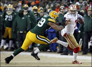 San Francisco 49ers quarterback Colin Kaepernick runs past Green Bay Packers inside linebacker Brad Jones during the first half Sunday in Green Bay, Wis.
