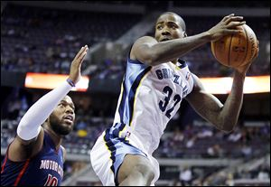 Memphis forward Ed Davis, right, grabs a rebound in front of the Pistons' Greg Monroe during the first half on Sunday.
