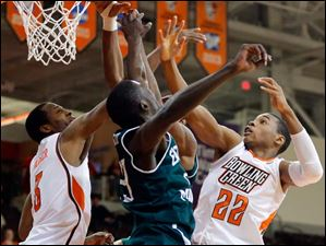 BGSU guard Richaun Holmes (22) goes to the basket against  Eastern Michigan guard Glenn Bryant (23).