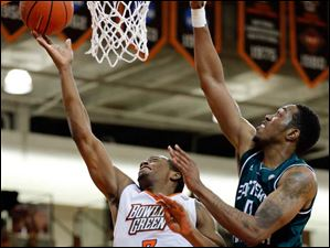BGSU forward Spencer Parker (3) goes to the basket against  Eastern Michigan center Da'Shonte Riley (10).