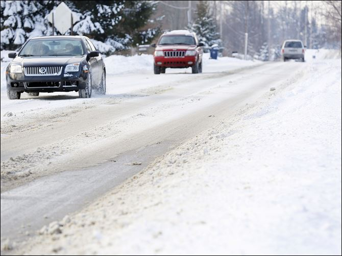 10n6mich Monroe County motorists, such as these on West Sterns Road near Lewis Avenue, were hampered by snow and ice pack that remained for a fourth day on primary and secondary travel routes.