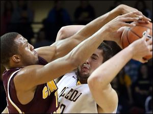 Toledo's Nathan Boothe (53) struggles to keep control of the ball under defensive pressure from Central Michigan's Chris Fowler (15) in a full court press.
