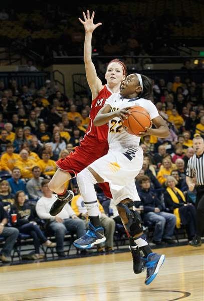 UT-s-Andola-Dortch-is-fouled-by-MU-s-21-Kind