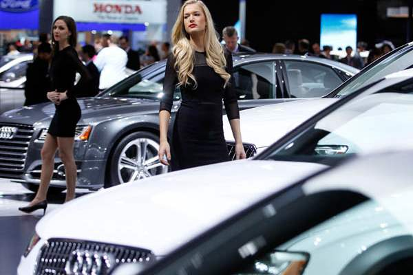 Audi-models-next-to-Audi-models