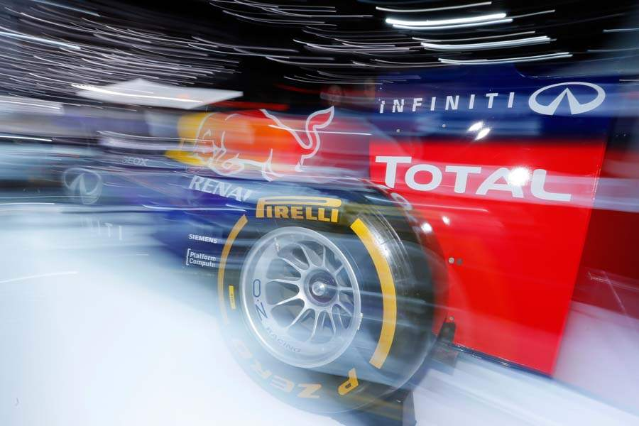 BIZ-AutoShow15p-infiniti-red-bull-formula-one-car