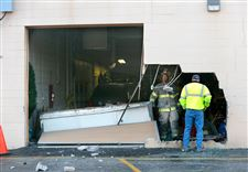CTY-accident-vehicle-into-building